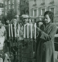 A photo of Joan Dodek lighting a menorah at the daily vigil in 1982. Credit: Jewish Historical Society of Greater Washington Collections